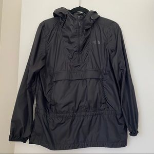 THE NORTH FACE black packable hooded windbreaker